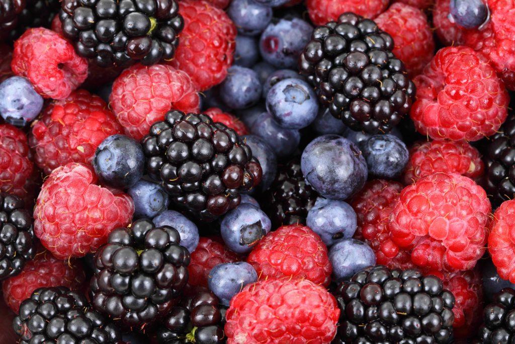 علاقة الفلافونويد الموجود في التفاح والتوت والشاي بتقليل فرصة الإصابة بالزهايمر