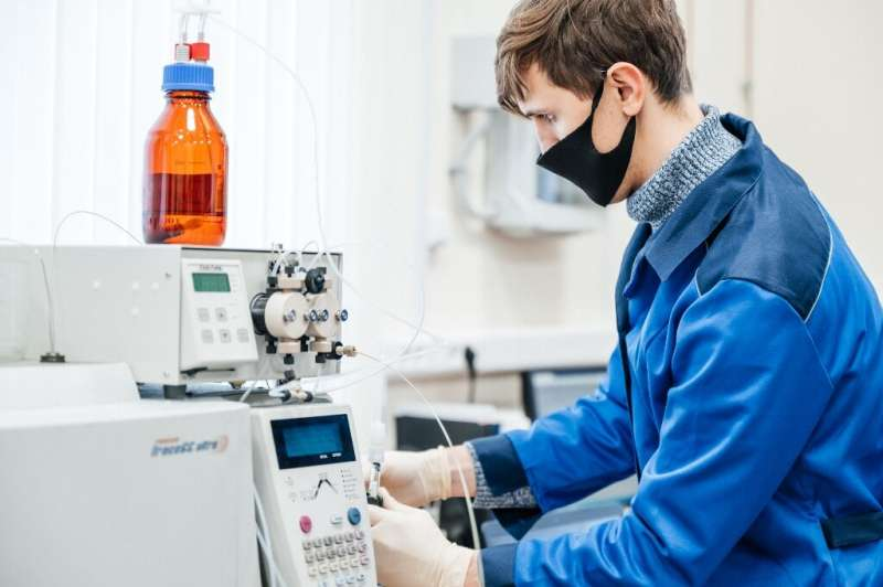 الكيميائيون يقومون بتحويل نفايات الزجاجات البلاستيكية إلى مواد ماصة للمبيدات الحشرية