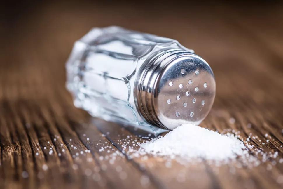 تناول الكثير من الملح قد يخلّ بالخلايا المناعية